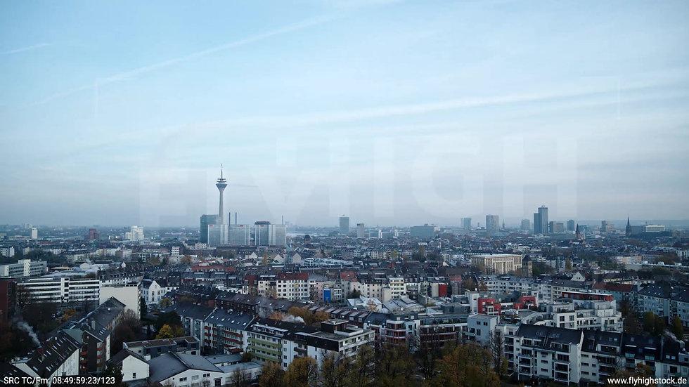 Düsseldorf Sternwartpark Skyline Parallelflug morgens F005_C002
