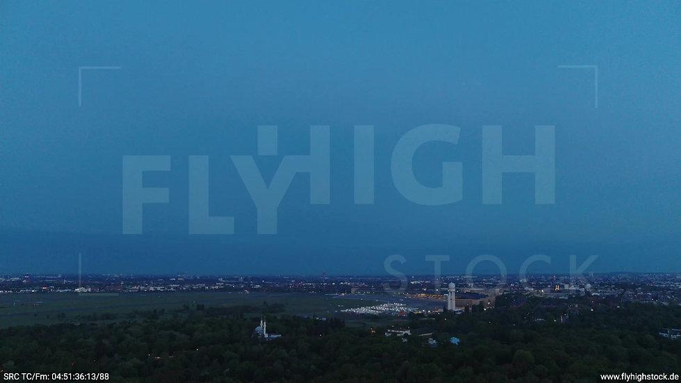 Berlin Hasenheide Tempelhof Skyline Zuflug morgens