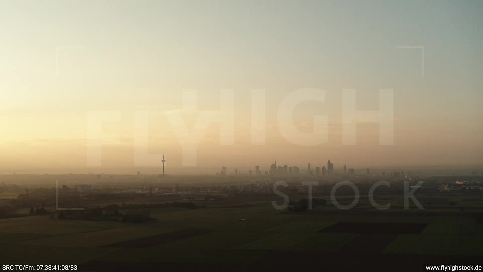 Frankfurt Skyline Zuflug morgens 9