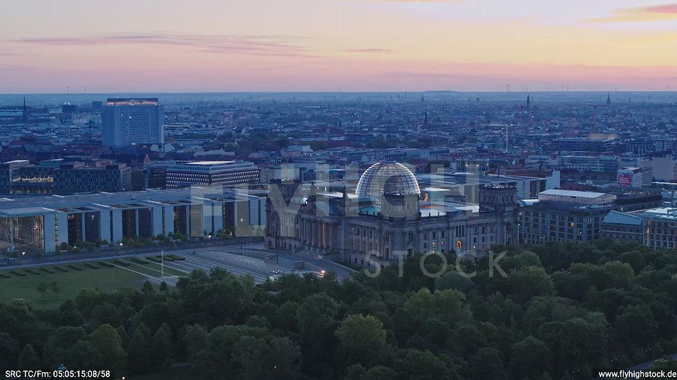 Berlin Tiergarten Reichstag Zuflug nach unten morgens D028_C016