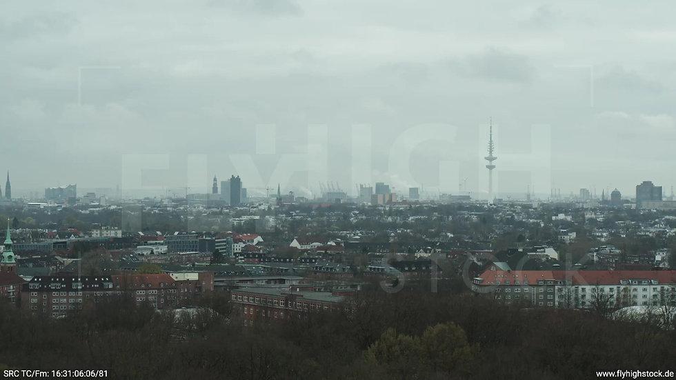 Hamburg Stadtpark Parallelflug Skyline tagsüber bewölkt Winter 3