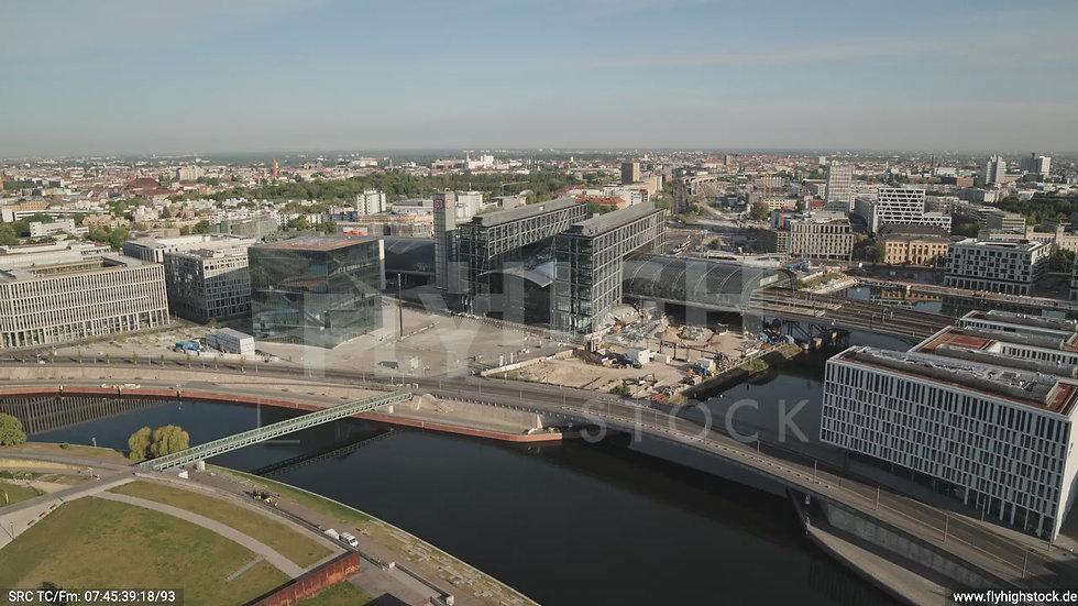 Berlin Spreebogenpark Hauptbahnhof Zuflug nach unten tagsüber D031_C008