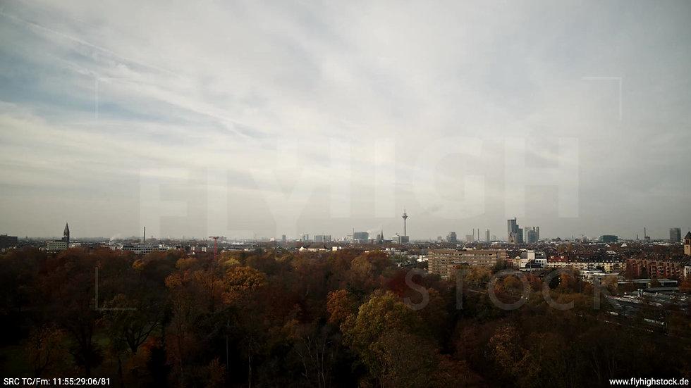 Düsseldorf Volksgarten Skyline Rückflug nach oben tagsüber F007_C002