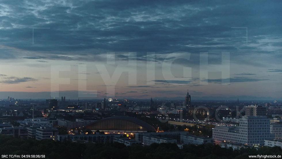 München Hirschgarten Riesenrad Skyline Parallelflug morgens