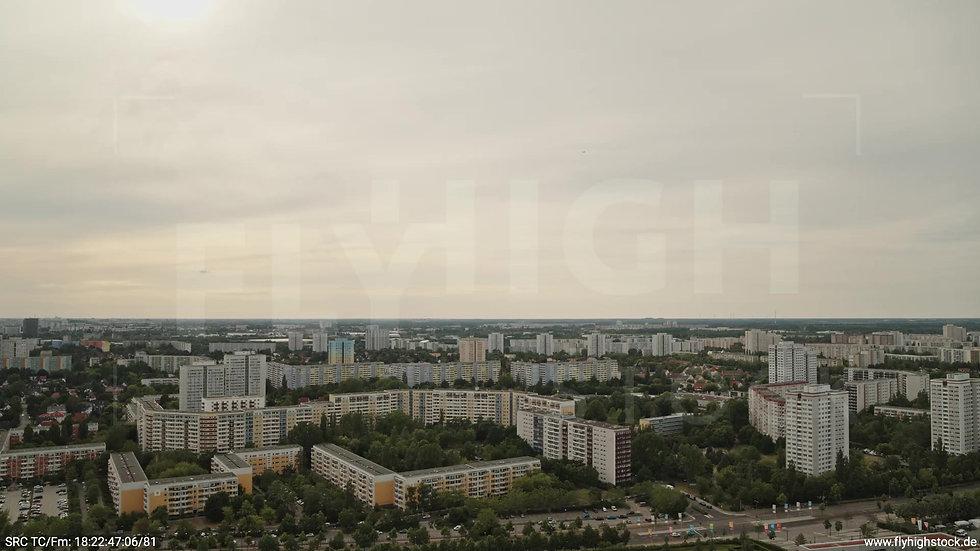 Berlin Marzahn Skyline Zuflug tagsüber