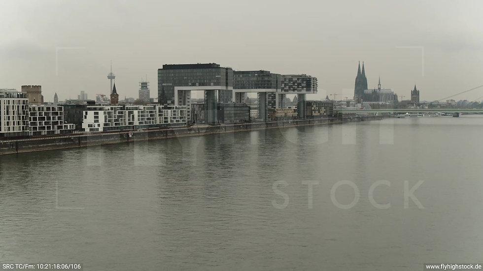 Köln Poller Wiesen Skyline tiefer Zuflug tagsüber