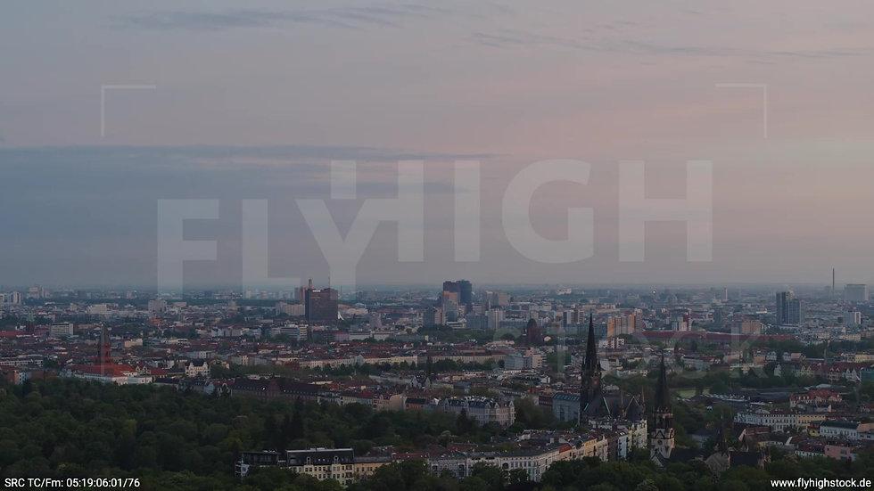 Berlin Hasenheide Kreuzberg Skyline Rückflug morgens