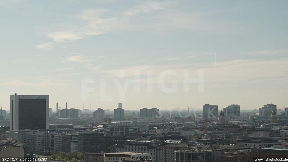 Berlin Spreebogenpark Ost Skyline Parallelflug tagsüber D031_C014