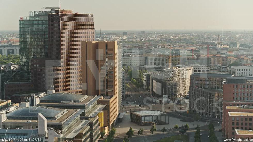 Berlin Potsdamer Platz Zuflug nach unten morgens D035_C013