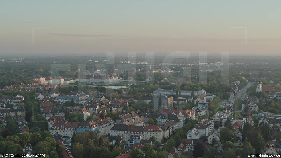 München Hirschgarten Stadtteil-Shot Zuflug nach unten morgens 2