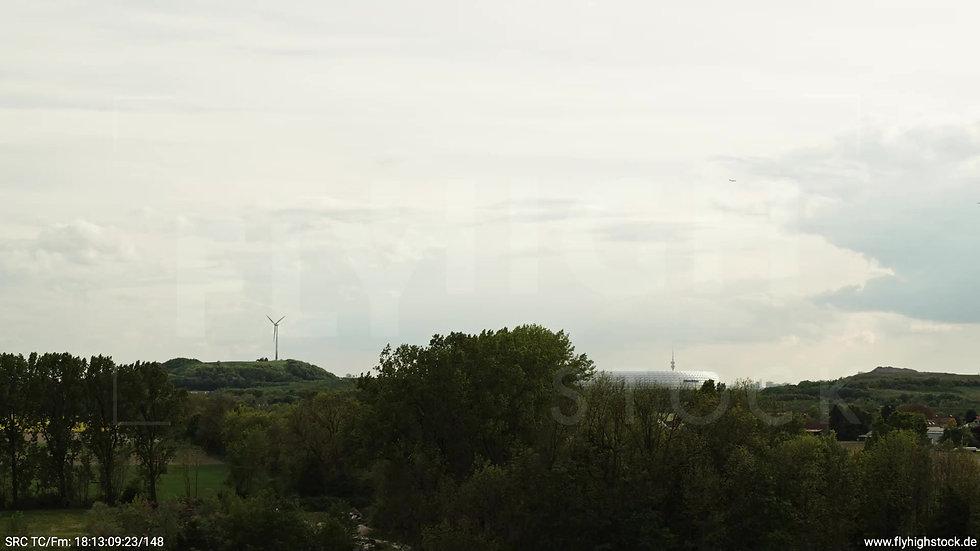 München Allianz Arena Skyline Zuflug nach oben tagsüber 2