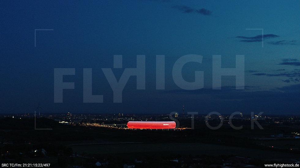 München Allianz Arena Skyline seitlicher Hub abends 4