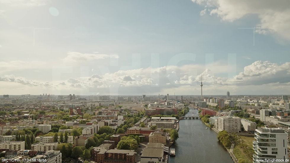 Berlin East Side Gallery Skyline Rückflug tagsüber 2