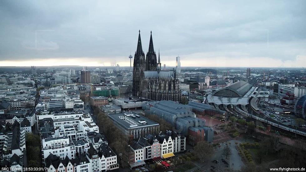 Köln Kennedy-Ufer Skyline Rückflug tagsüber 3