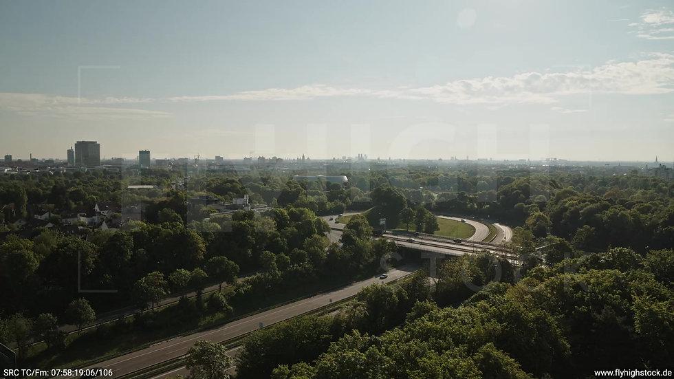 München Westpark West Skyline Rückflug nach oben tagsüber