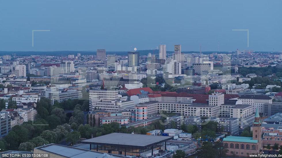 Berlin Potsdamer Platz West Skyline Parallelflug nach unten morgens D033_C017