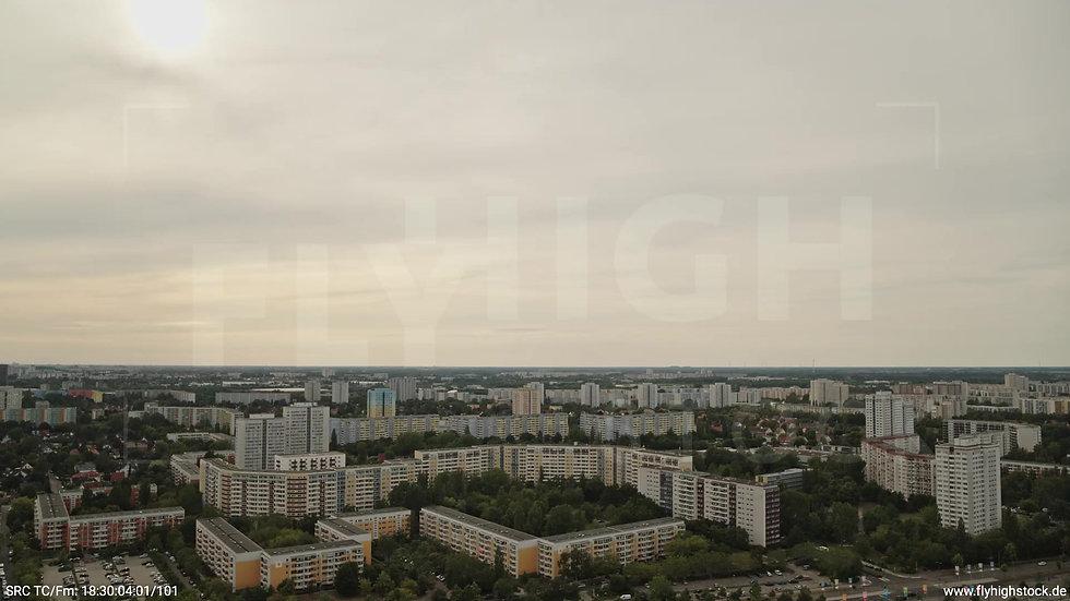 Berlin Marzahn Skyline Parallelflug tagsüber 4