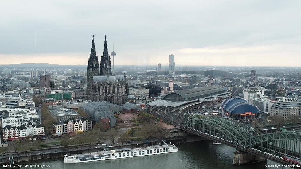 Köln Kennedy-Ufer Skyline Zuflug tagsüber 8