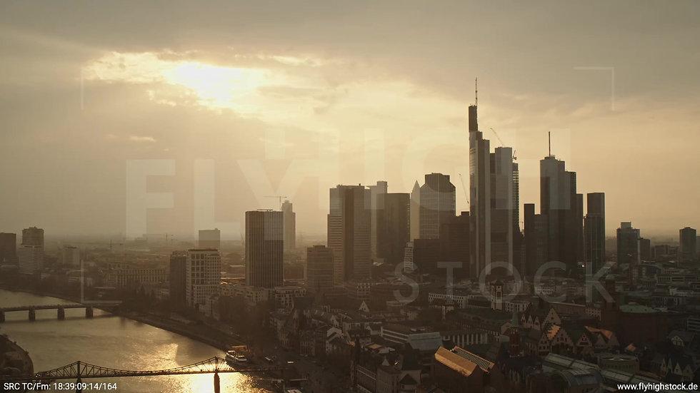 Frankfurt Alte Brücke Rückflug Skyline abends 2