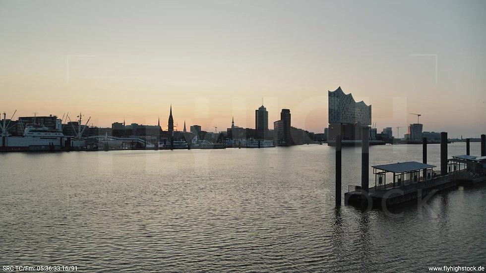 Hamburg Hafen Skyline Zuflug nach oben morgens 2