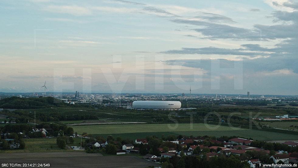 München Allianz Arena Skyline seitlicher Hub tagsüber 3