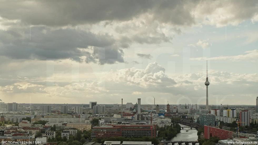 Berlin East Side Gallery Skyline Rückflug tagsüber 9