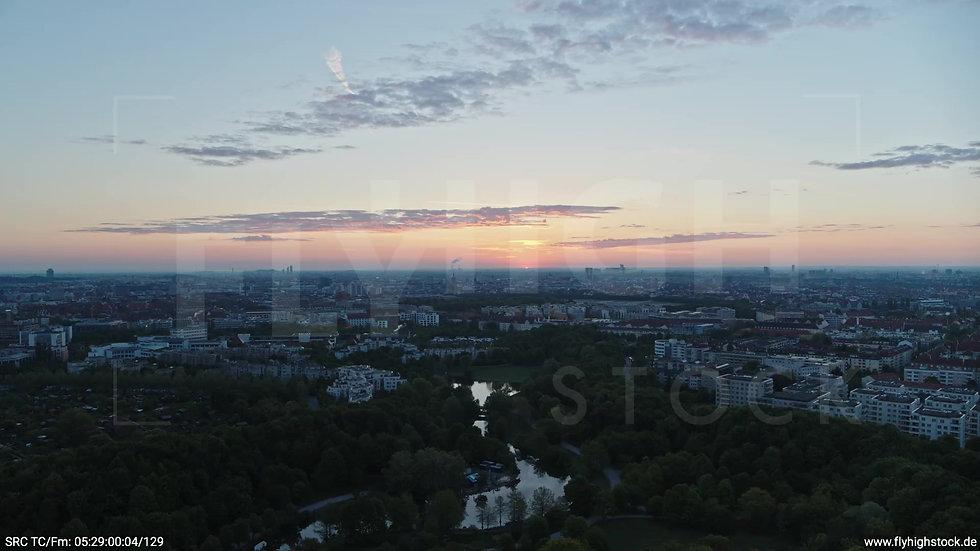 München Westpark Ost Skyline Zuflug nach unten morgens
