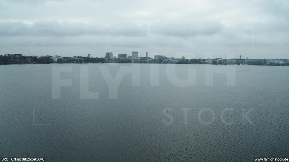 Hamburg Außenalster Hub Skyline tagsüber bewölkt