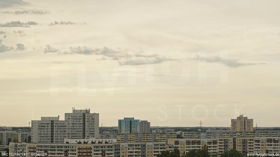 Berlin Marzahn Stadtteil-Shot Parallelflug tagsüber 3