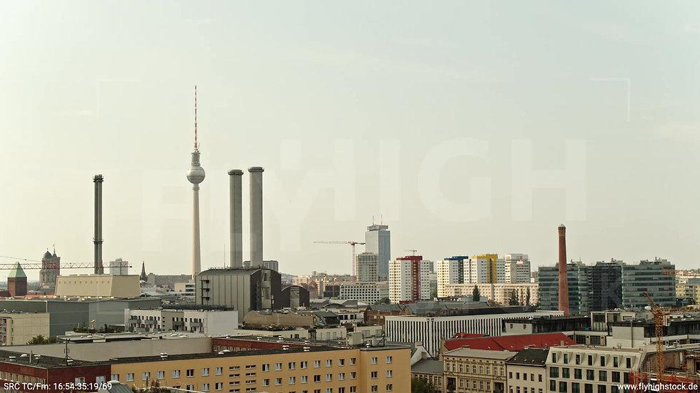 Berlin Köpenicker Str. Heizkraftwerk tiefer Zuflug tagsüber D001_C034