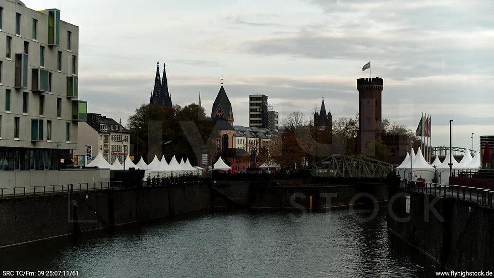 Köln Rheinaufhafen Dom Hub tagsüber C021_C013