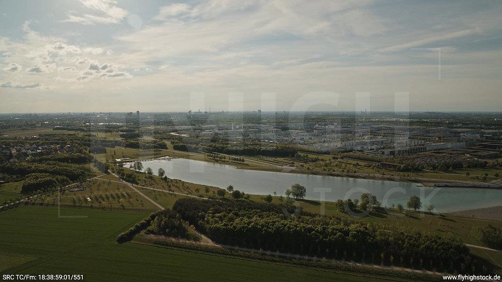 München Riemer Park Skyline Hub tagsüber