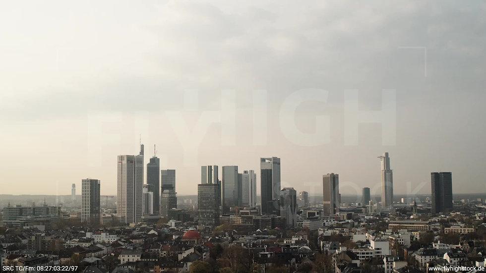 Frankfurt Grüneburgpark Zuflug Skyline morgens 18