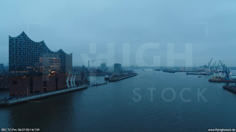Hamburg Hafen Überflug Elbe morgens bewölkt Winter
