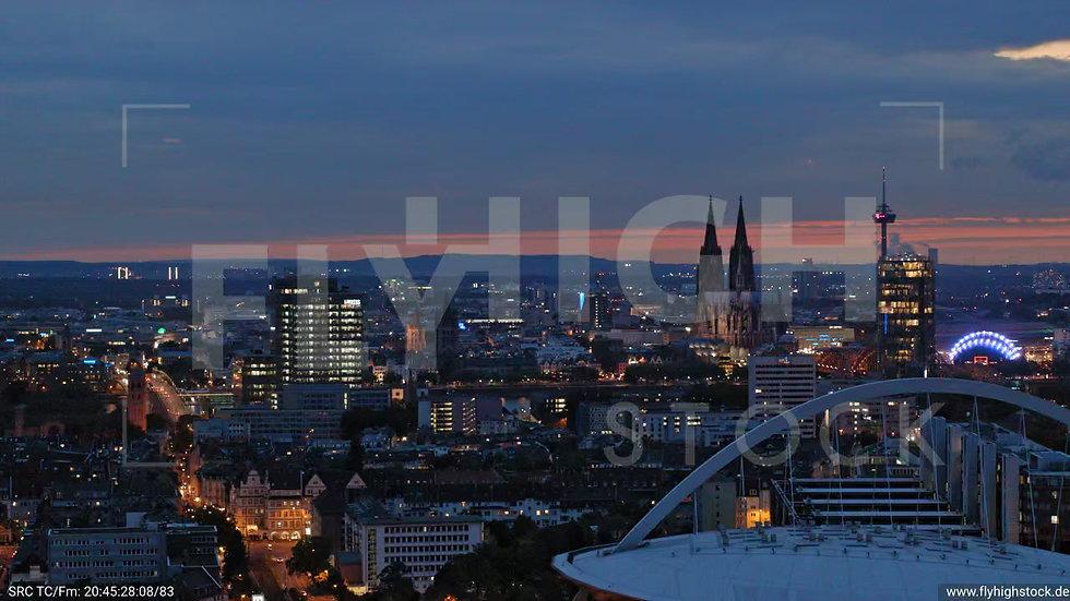 Köln Pyramidenpark Zuflug C050_C007