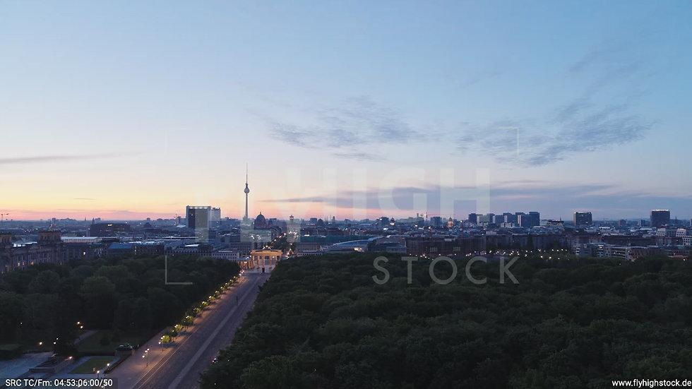 Berlin Tiergarten Brandenburger Tor Zuflug morgens D028_C005