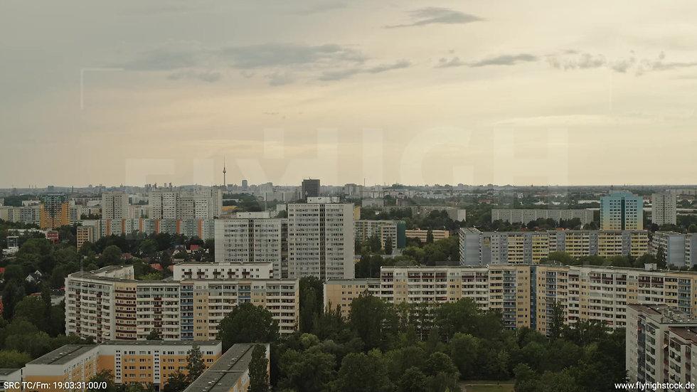 Berlin Marzahn Skyline Parallelflug tagsüber 14