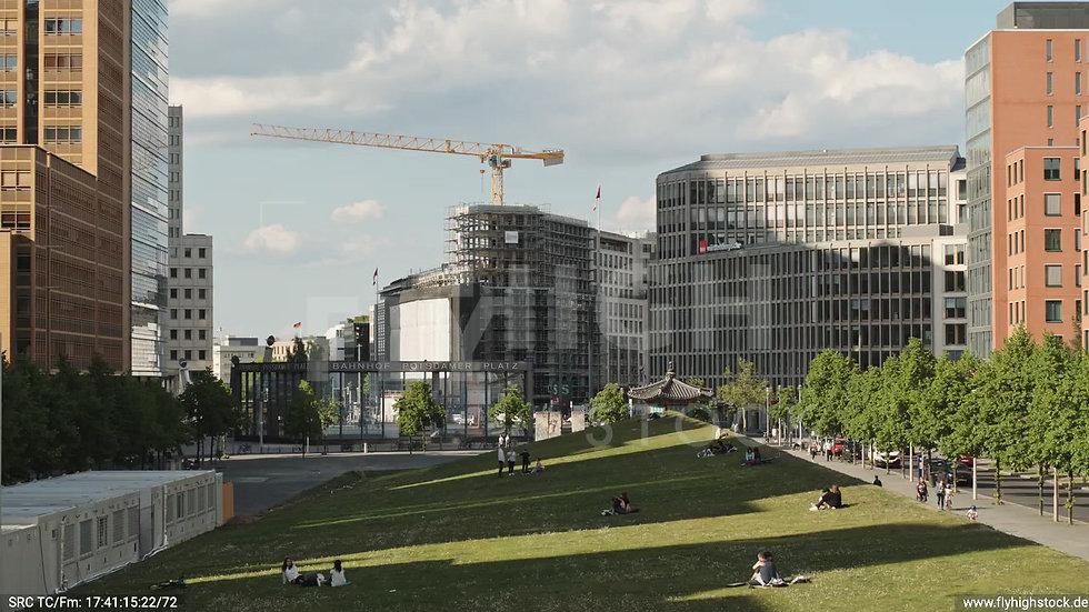 Berlin Potsdamer Platz Hub tagsüber D032_C001