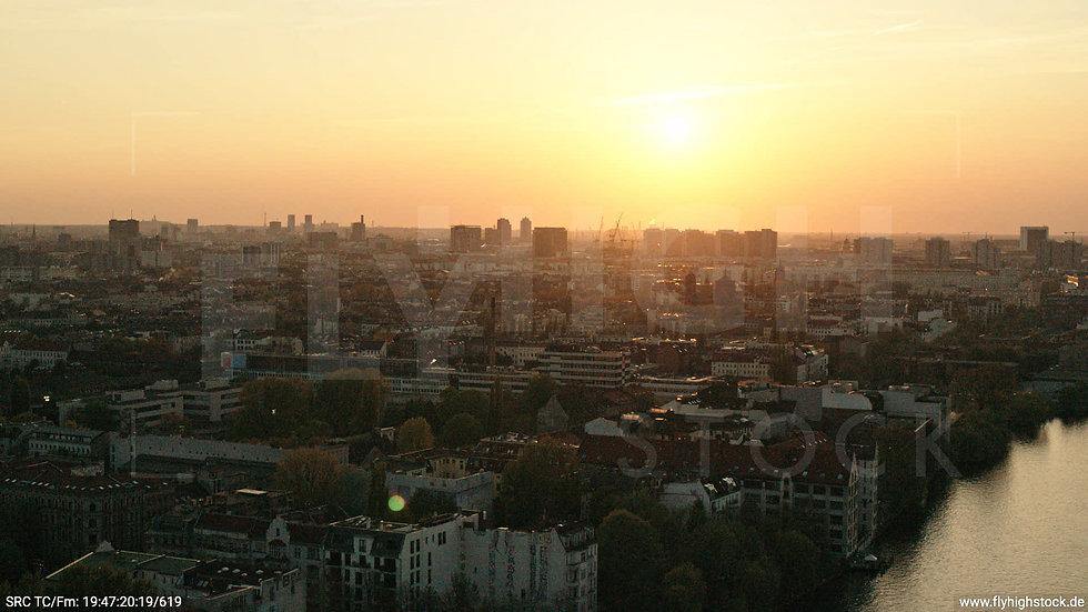 Berlin Oberbaumbrücke Skyline Hub abends 2
