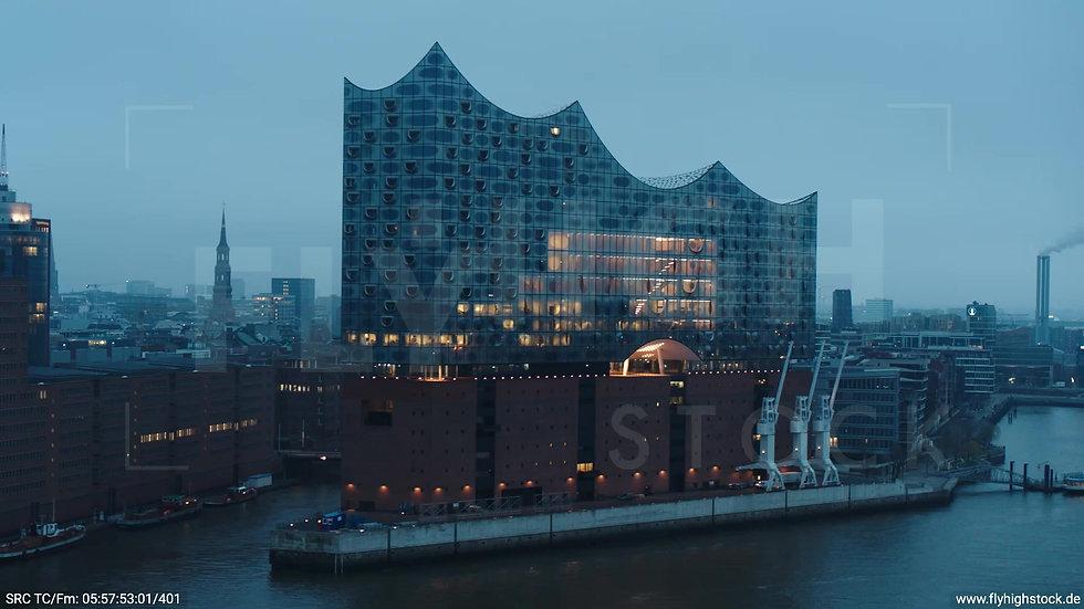 Hamburg Hafen Parallelflug Skyline morgens bewölkt Winter