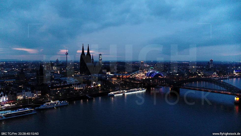 Köln Kennedy-Ufer Skyline Zuflug abends 4