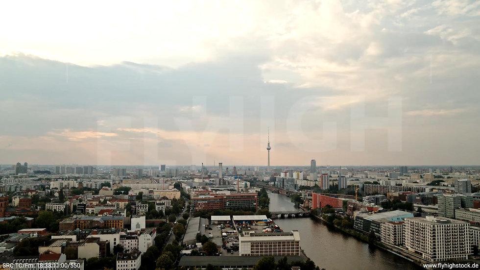 Berlin Zapf Skyline langer Hub tagsüber D002_C019