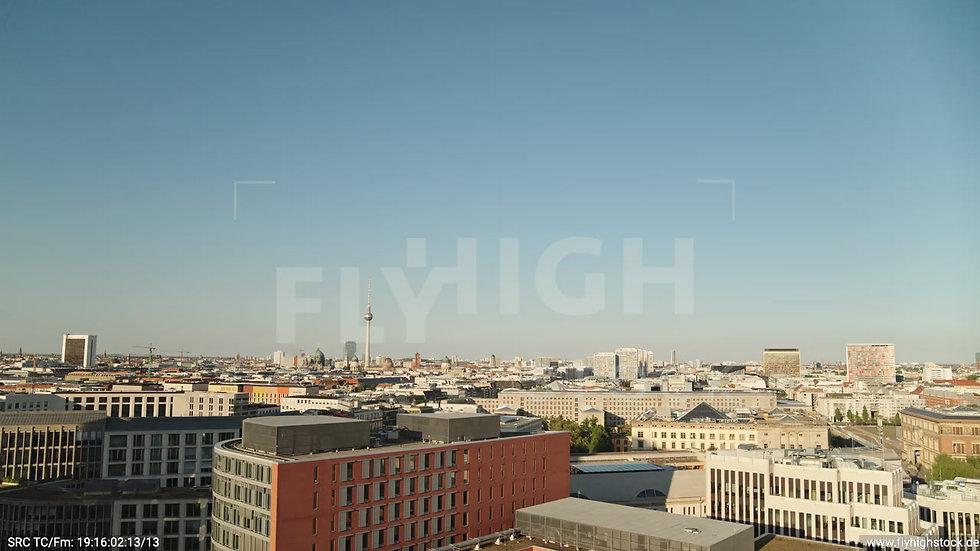 Berlin Potsdamer Platz Ost Skyline tiefer Parallelflug tagsüber D032_C019
