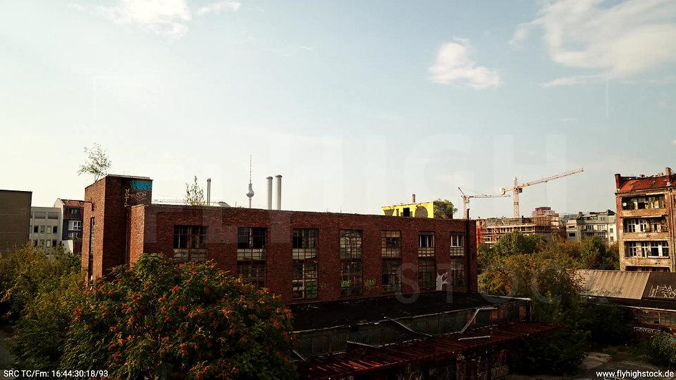 Berlin Köpenicker Str. Skyline Zuflug nach oben tagsüber D001_C024