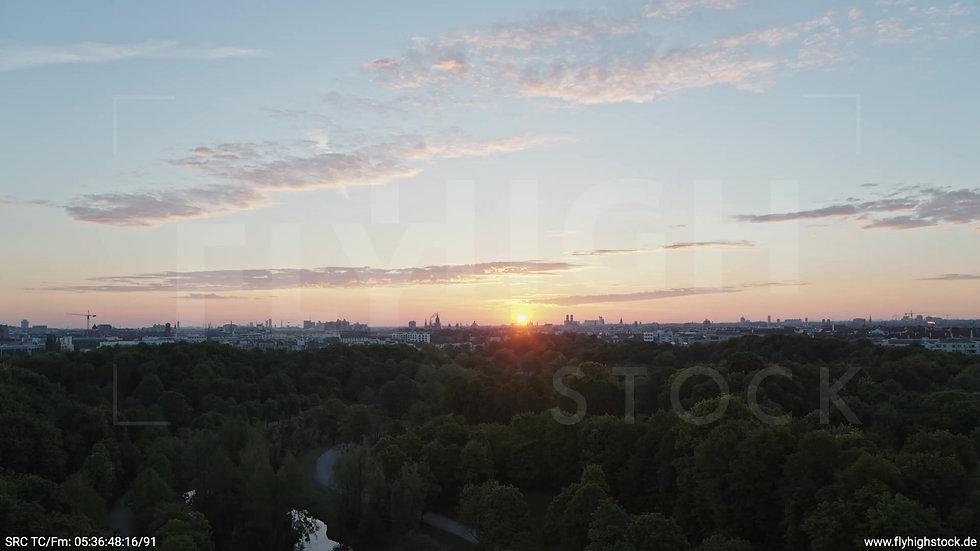 München Westpark Ost Skyline Zuflug morgens 9