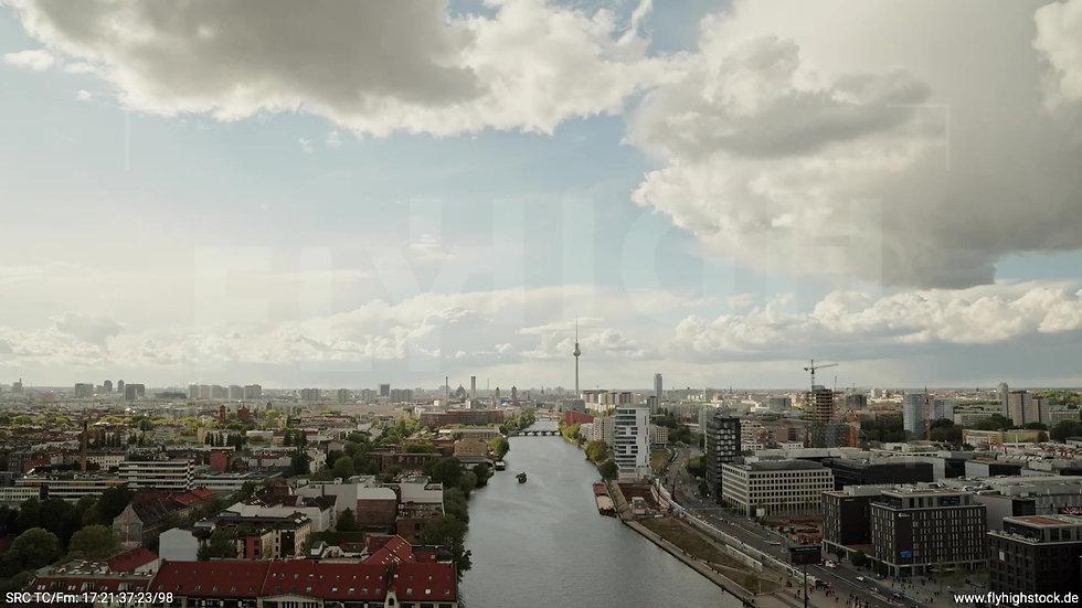 Berlin East Side Gallery Skyline Zuflug tagsüber 2