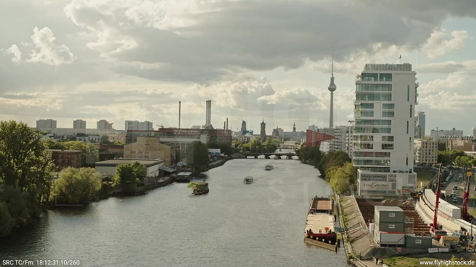 Berlin East Side Gallery Skyline Hub tagsüber 3