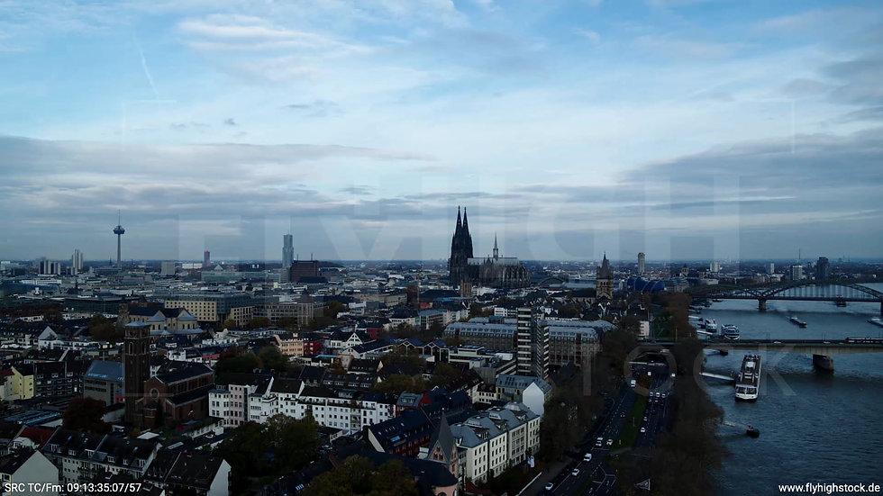 Köln Rheinaufhafen Skyline Rückflug tagsüber C021_C004