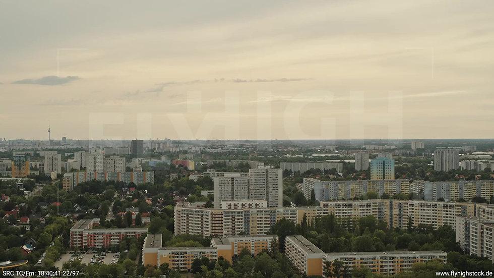 Berlin Marzahn Skyline Parallelflug tagsüber 10