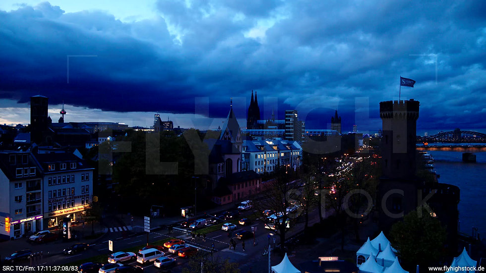 Köln Rheinaufhafen Skyline Rückflug nach oben abends C024_C007